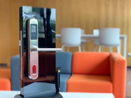 Lightkey Smartlock that uses the light of your mobile